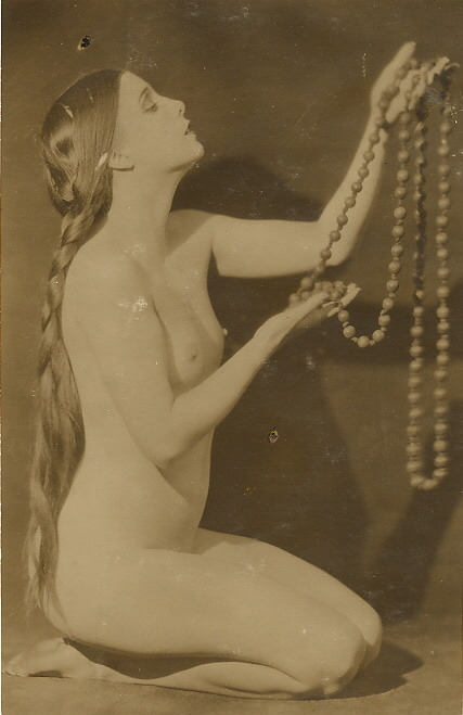 maudelynn:  nude with beads c.1921