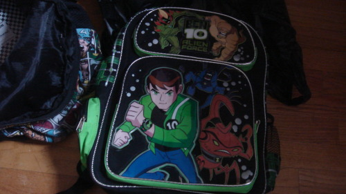 xhellandback:  MY BOOK BAG FOR SCHOOL  I want this!