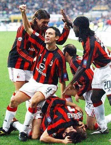 paloschis:  Don't mind the manpile & Pippo Celebrations ™ interrupt the Kaka/Sheva love