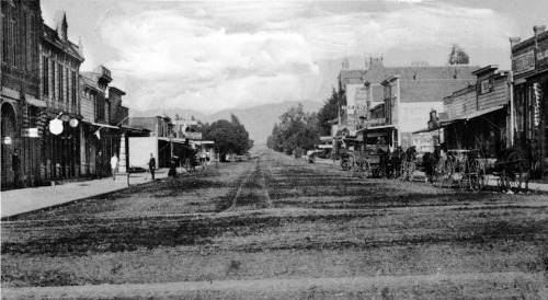 Santa Monica's Third Street circa 1891. The view of the street, now a shopping- and dining-oriented pedestrian promenade, looks northwest from Broadway toward Wilshire Boulevard (then named Nevada Avenue).