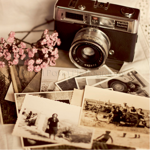 dawn-darkmoon:  Vintage cameras, and vintage colors and patterns, ou I love it all :3