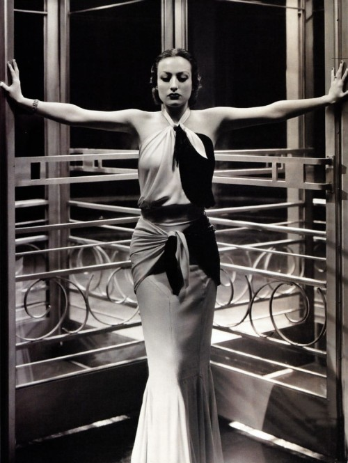 maliciousglamour:  … an absolutely stunning Joan Crawford, 1932Photographer: George Hurrell