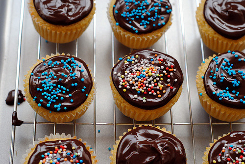diet-killers:  Cupcakes with Chocolate Ganache Frosting (by Katherine Martinelli)