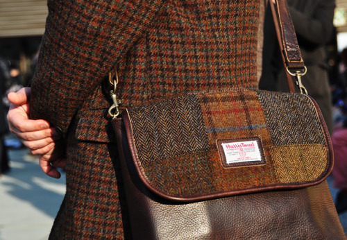 fuckyeahtheawesomer:  tweed coat and bag