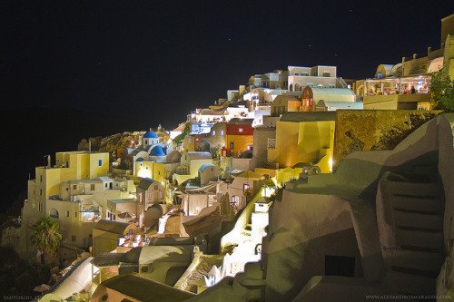 Amazing use of light in this photo > Caldera. Oia, Santorini (photography) ~ http://bit.ly/omODN4