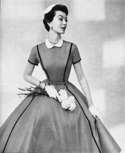 The ultimate 50's dress, Dovima