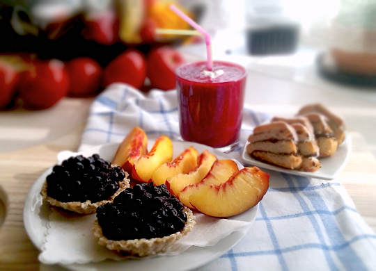 bkfst:  raw coconut-flax seed tarts w. blueberries n honey; nectarine; poppy seed roll; banana-raspberry smoothie