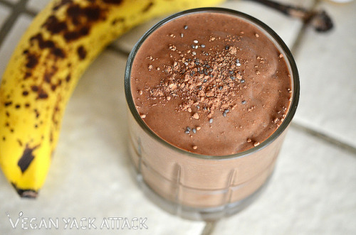 Protein-Packed Dessert for Breakfast Smoothie! When you don't have time to make elaborate breakfast recipes, and want to be a little more on the healthy side, a great smoothie recipe is the way to go. Frozen banana chunks balance out the bitter cocoa with their natural sweetness and creamy peanut butter adds some body to this breakfast, while chia seeds offer even more nutritional benefits. Ingredients: 1 Large Frozen Banana 1 Heaping Tbsp. of Cocoa Powder 1 1/2 Tbsp. Creamy Peanut Butter (I used Justin's Organic Peanut Butter) 1 Tbsp. Chia Seeds 1/4-1/2 Cup Water or Non-Dairy Milk Directions: Place all ingredients in a blender, add more liquid if needed, and puree until smooth. Let still for 3-5 minutes so that the chia seeds are easier for your body to digest and so that you absorb their nutrients better.