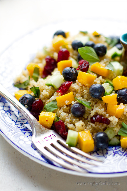a-ladys-findings:  Mango Blueberry Quinoa Salad with Lemon Basil Dressing Recipe
