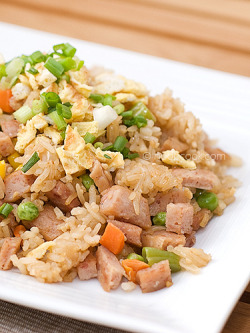 fantasticfoodfotos:  Fried Rice with Luncheon Meat by wiffygal on Flickr.