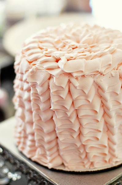 annaharo:  Ruffle Cake by L' Atelier Vi on Flickr.