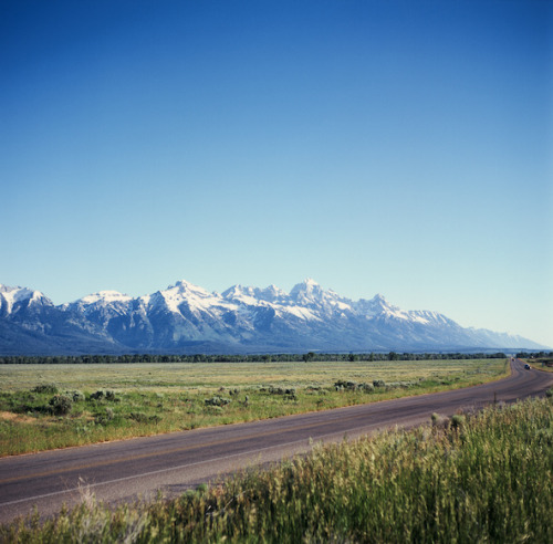 9mountains:  Road to the Tetons by andybokanev on Flickr.