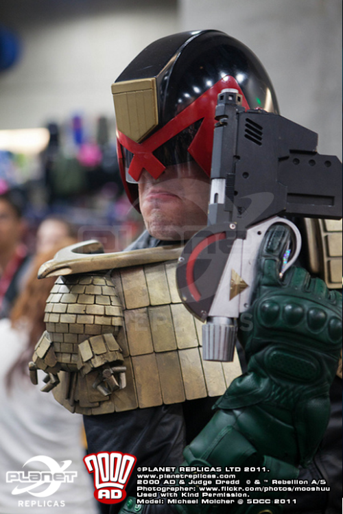 hero-inpace:  So 2000ad are soon to start releasing replica Judge Dredd costumes. Halloween's coming up guys. That's all I'm saying.