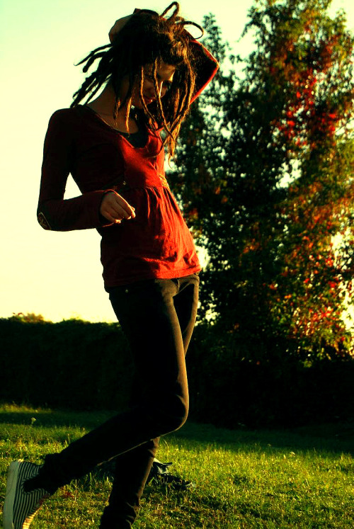 locsgirl:  autumn act by ~Plast1cSmil3 September 2, 2011: I like the colors.  very pretty :)