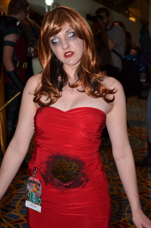 I could be wrong but is this a Death Becomes Her cosplay?!? I'm amazed!