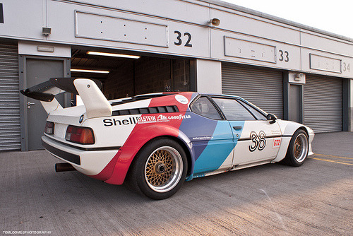 Looks amazing sitting still.. BMW M1 Procar (by Tom Loomes Photo)