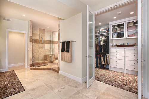 Wish i had this bathroom/closet…one day(;