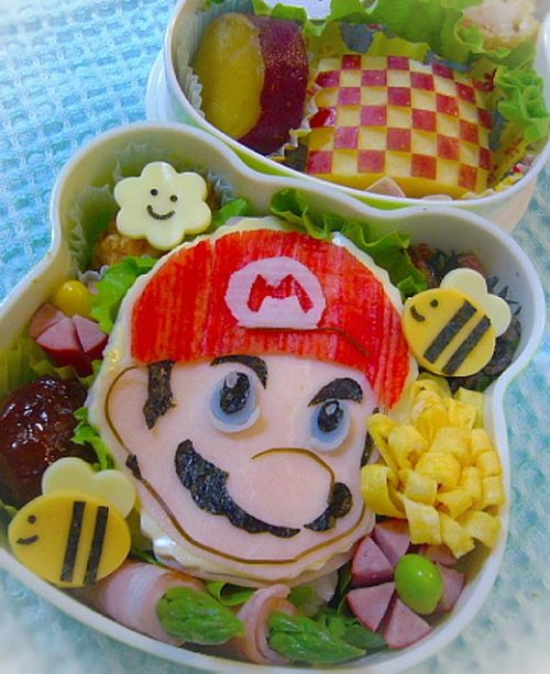 kawaiihizoku:  A Mario bento. I wanna know who makes this shit.