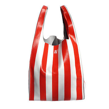 Everyone knows i'm obsessed with stripes. and i like bags. this seems like the perfect way to be a striped bag lady!