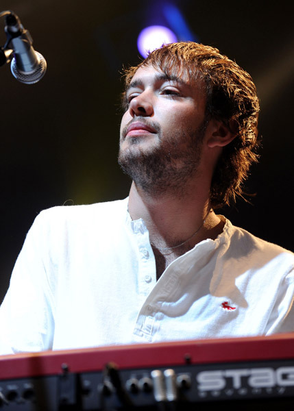 Ben Lovett at the 2010 Leeds Festival. Photo courtesy of Shirlaine Forrest.