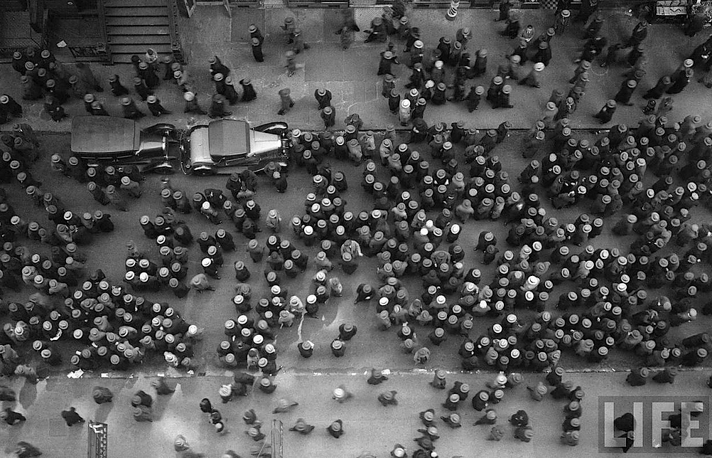 kateoplis:  Margaret Bourke-White, Hats in the Garment District, 1930