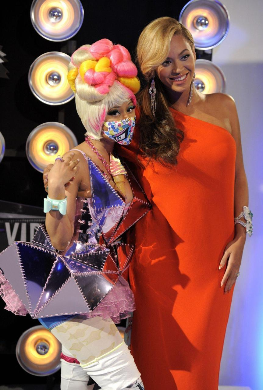 Beyoncé and Nicki Minaj on the carpet at the MTV VMAs 2011.   28 August 2011
