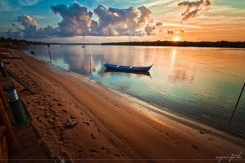 kingfish76:  Aracaju - Orla do Por do Sol (by C. Regina)  A very pretty, well composed photo that is an almost textbook example of the teal and orange phenomenon brought about with the age of digital color correction.