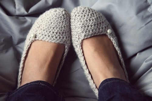 etsygoodies:  (via Soft Crochet Slippers in Linen by FiveSisterz on Etsy)  So cute - love Etsy.com for unique finds!
