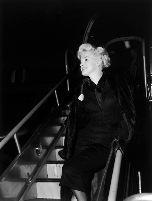 alwaysmarilynmonroe:  Coming of a plane again :)