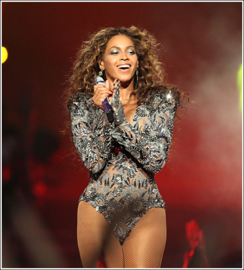 obsessionsofafirstlady:  lifeofthecarter:  IT'S B'DAY!! Happy birthday, Beyonce! I wish you 30 plus more years of success and weave-whipping.   Lmao at weave-whipping.