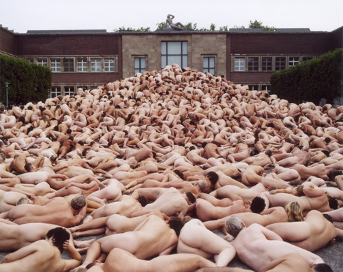 ikilledjackjohnson:  Spencer Tunick - Düsseldorf 1 (Museum Kunst Palast), C-print, 2006  When I look at this, I have to wonder how many people farted into the face of a fellow naked stranger that day.