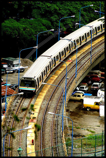 "Metro de Caracas by Kevin Vásquez ""Aurinegro en Caracas"" on Flickr.el caño"