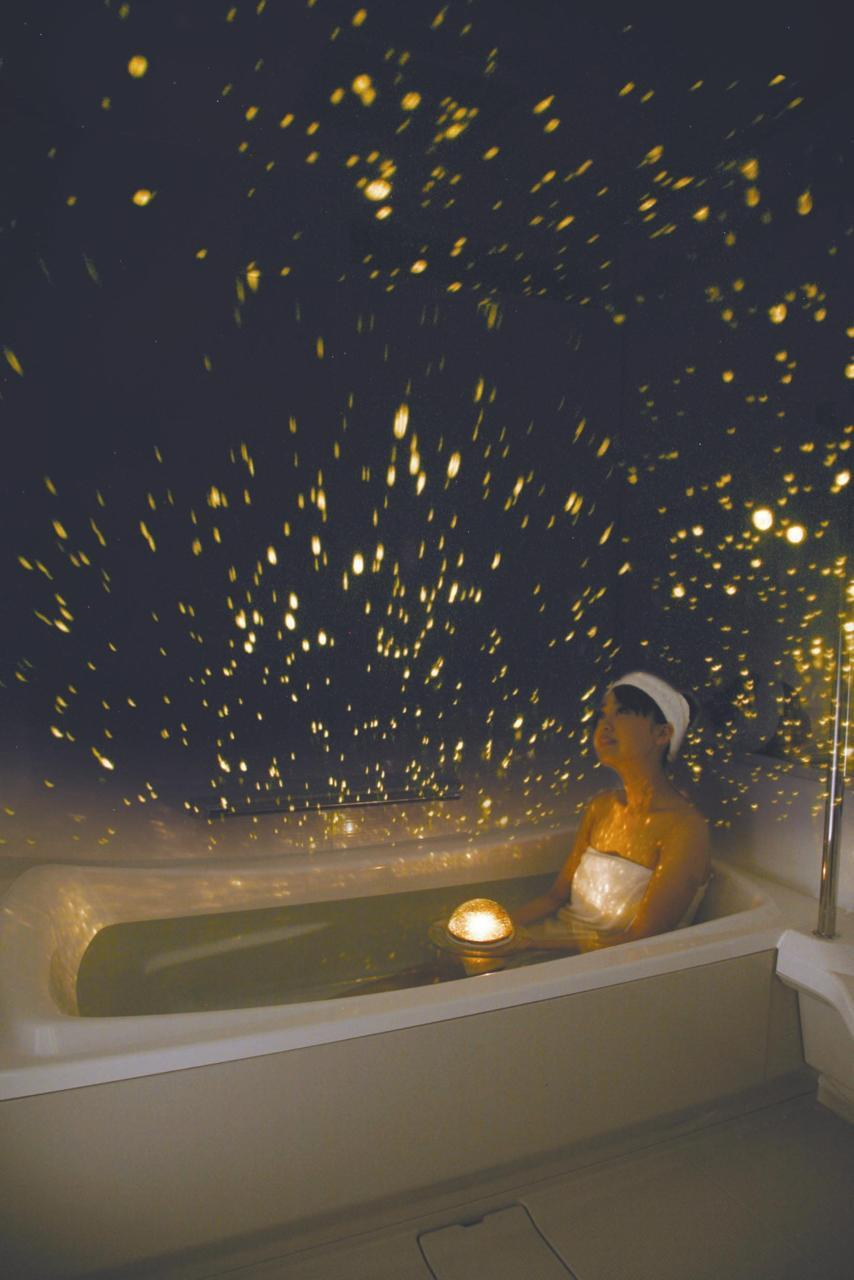 wetbehindthears:  Planetarium for your bath tub.