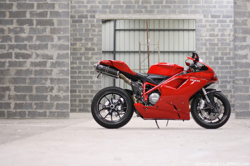 sexfoodbikesetc:  Ducati 848 by LJonathan on Flickr.