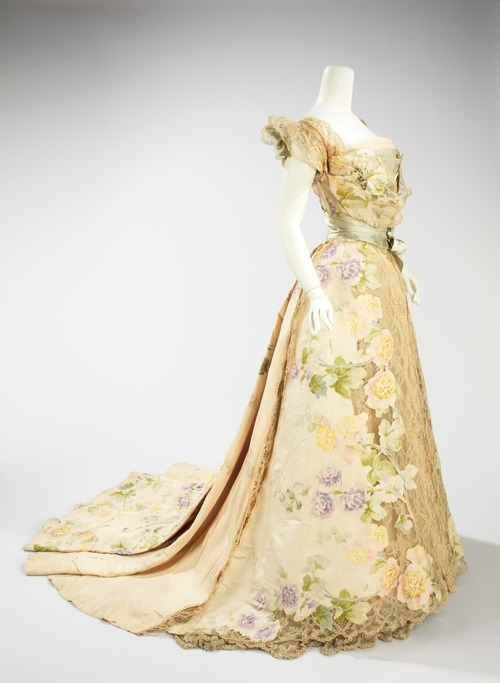 Can't resist reblogging a dress by Jean-Philippe Worth. omgthatdress:  Jean-Philippe Worth dress ca. 1902 via The Costume Institute of the Metropolitan Museum of Art