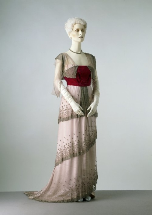 omgthatdress:  Jean-Philippe Worth dress ca. 1910 via The Victoria & Albert Museum