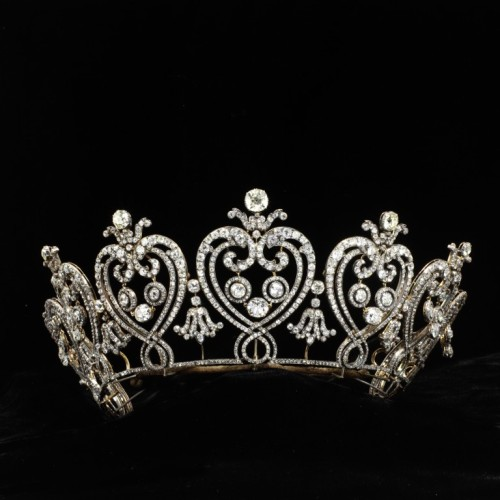 omgthatdress:  The Manchester Tiara by Cartier ca. 1903 via The Victoria & Albert Museum  Shiny!