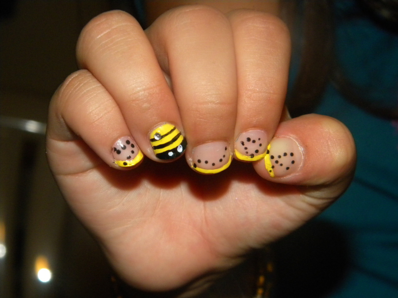 sauruss:  Really enjoyed this cute bee design on my 8 year old cousin!