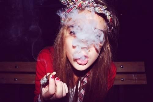 HOTTIE SMOKING GANJA JHEEZE