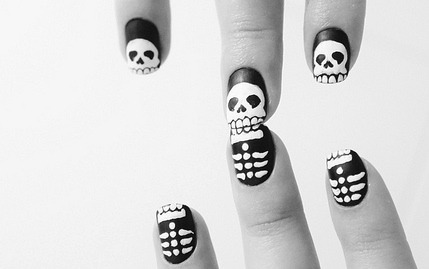 nailsbyveryemily:  Justtryinyournail:  OMG, that's soo creative , PERFECT!  Really fun!