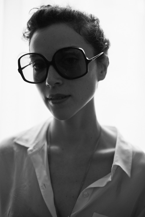 nickhelderman:  St. Vincent for Glamcult Magazine. © Nick Helderman.   I LOVE those sunglasses!