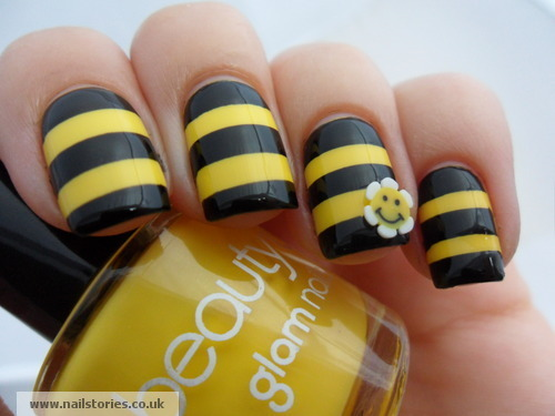 kakisibu:  Bumble Bee Nails  That's super cute