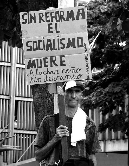Sin Reforma el Socialismo muere by Inmigrante a media jornada on Flickr.#Socialismo