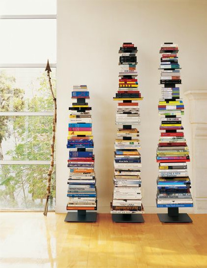 I really like this type of bookshelves, especially because they fit in small spaces much better than regular ones.
