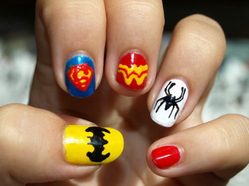 tshirtsuntan:  batman nails. how much more awesome can you get? (ok its not just batman but you knooow)
