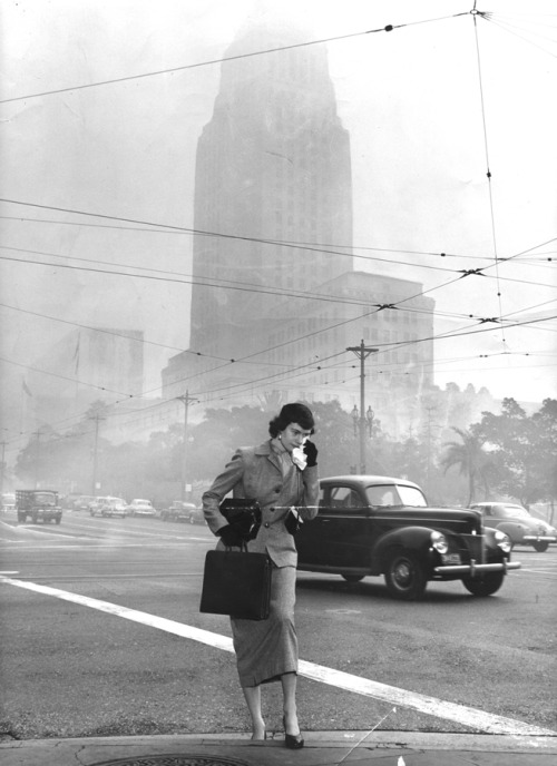 In 1953, smog gets so bad in the shadow of City Hall that pedestrians carry rags to wipe away tears. Scientists began collecting smog particles in the 1950s to analyze what was causing the haze. The primary culprit turns out to be automobiles, not factories. Photo: City Hall, merely across the street, is dim as Marion E. Lent gropes her way to work. Credit: R.L. Oliver / Los Angeles Times Our Vintage Times series is presented on Tumblr with photography from the Los Angeles Times archives. Thanks to latimes