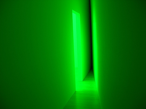 shottoshit:  Bruce Nauman - green light corridor (1970)