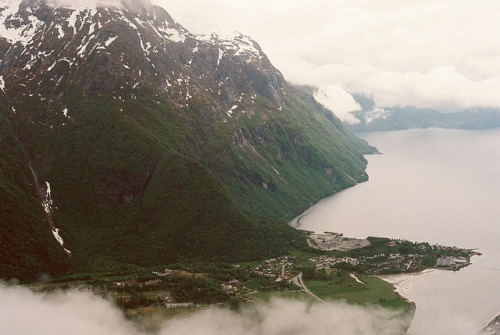 feedmepoison:  Åndalsnes by roblsenior on Flickr.