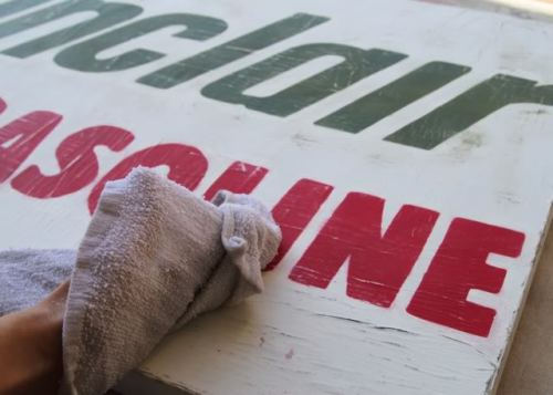 Make a distressed vintage sign - a diy tutorial. (via A Vintage Sign using Canvas (A Tutorial) | Lil Blue Boo)