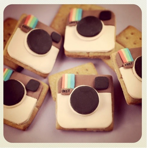 Are Instagram photos so cute you could eat them?  Now you can.  Bakerella not only makes their graham crackers home made, but now you can check out how to make your OWN Insta-grahams!  The step by step instructions are located on the site.  Fondant covers the graham crackers to give them their cute Instagram look. Awesome, and thank you Bakerella!!